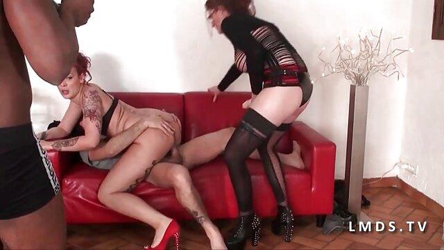 MILF masturbándose en anime porno en español latino cam