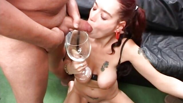 Esposa orgasmo mientras sexo en español latino xxx se frota el coño